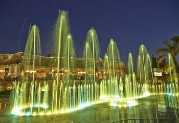 поющий фонтан с подсветкой