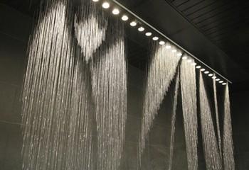 Водопад по стеклу