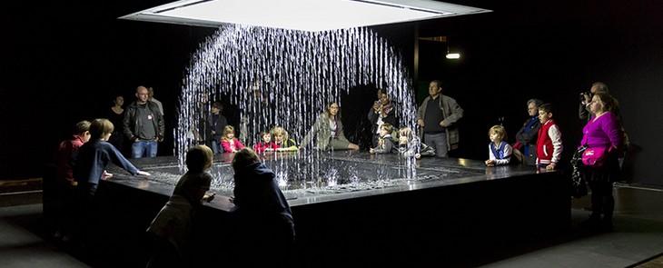 цифровой водопад на выставке