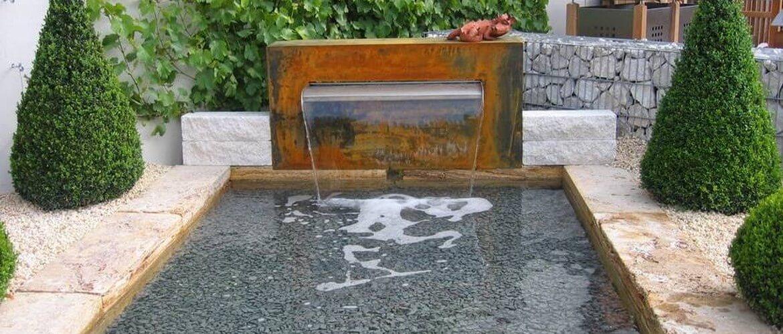 стильный садовый фонтан водопад